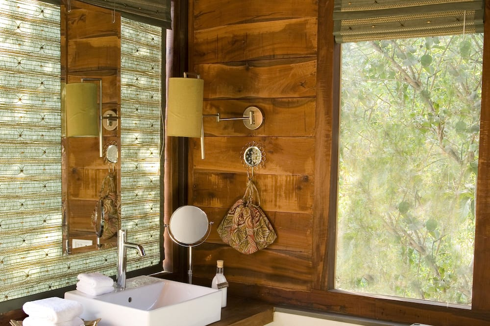 Bungalow (Colonial, with Machaan) - Bathroom