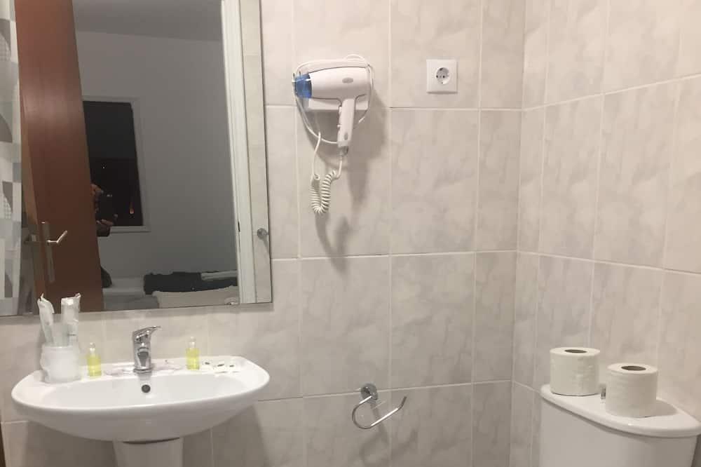 Quadruple Room - Bilik mandi