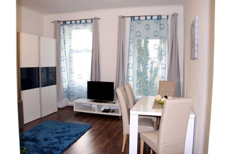 CheckVienna – Apartment Haberlgasse, Vienna, Living Room
