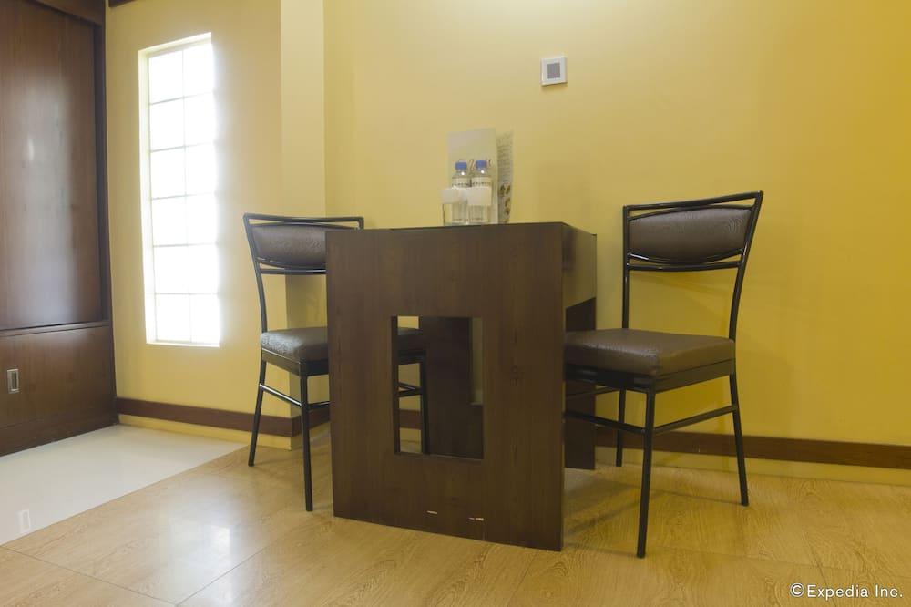 Kamar Twin Standar, 2 Tempat Tidur Twin - Tempat Makan Di Kamar