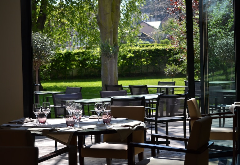 Hotel du Casino, Saint-Valery-en-Caux, Γεύματα σε εξωτερικό χώρο