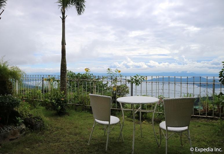 Joaquin's Bed and Breakfast, Tagaytay, Terrace/Patio