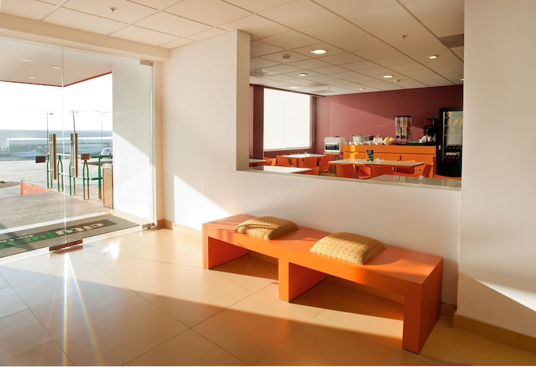 City Express Junior Toluca Aeropuerto, Toluca, Salottino della hall