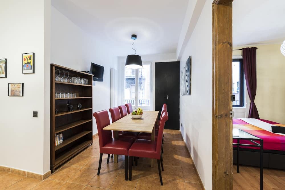 Standarta dzīvokļnumurs, četras guļamistabas, virtuve - Numura ēdamzona