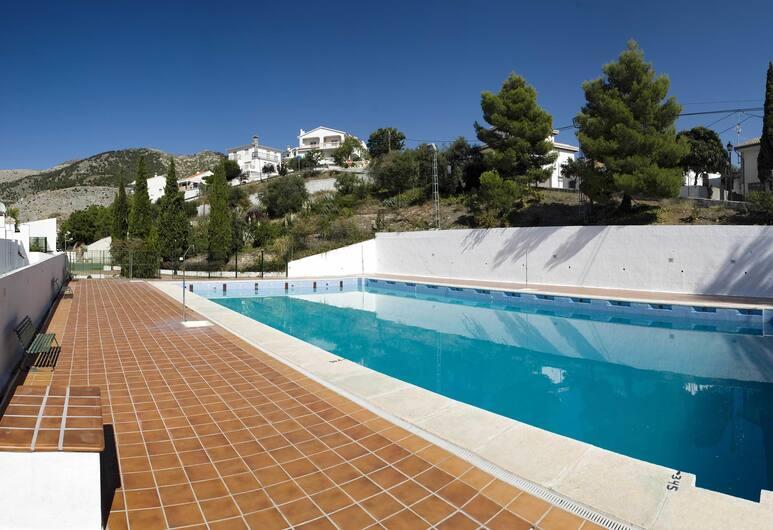 比茲納小童旅館, Alfacar, 室外游泳池