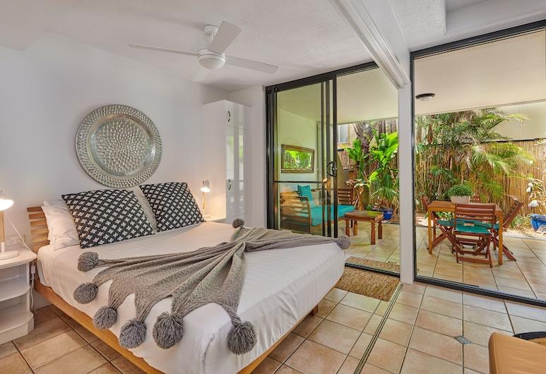 Julians Apartments, Byron Bay, Standard Room, 1 Queen Bed, Courtyard Area (Schoolies not allowed), Zona de estar