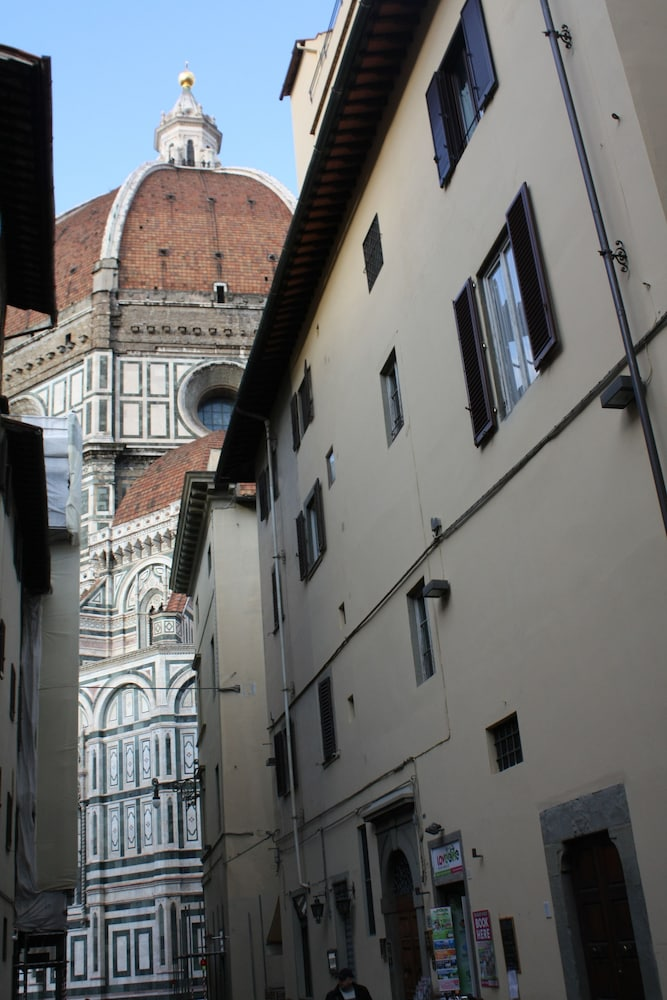 Adelaide House, Florence