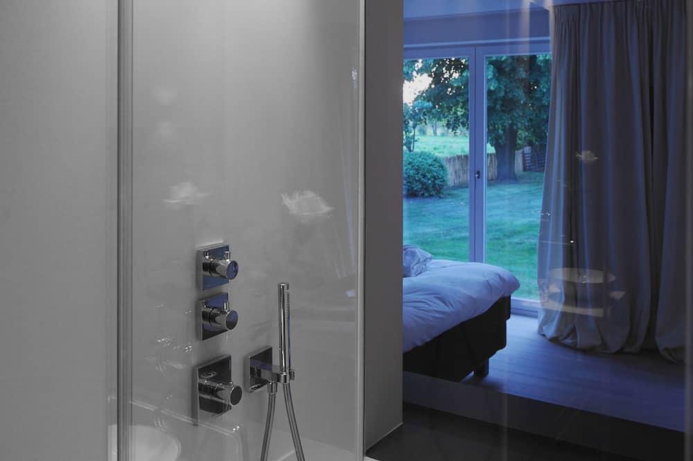 Habitación con 1 cama doble o 2 individuales, vista al jardín - Ducha en el baño