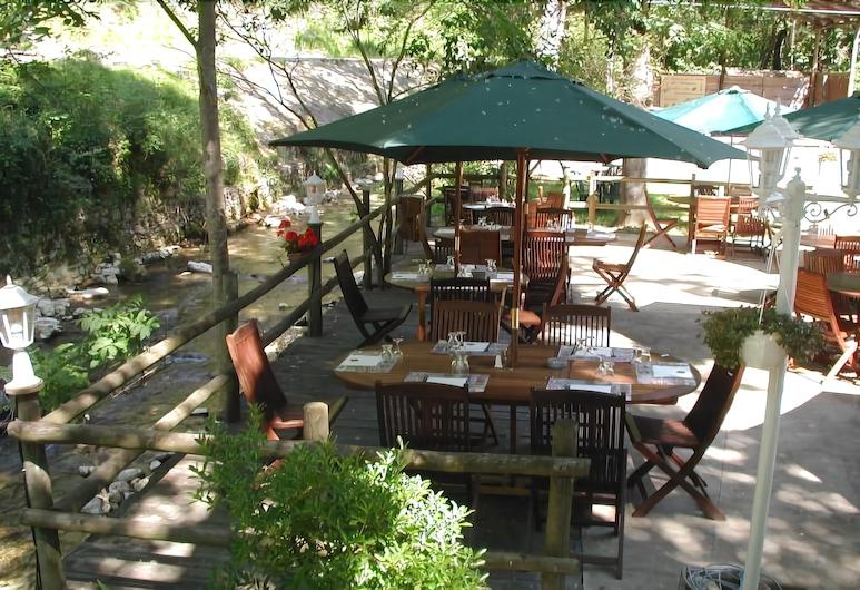 Le Moulin de la Pipe, Ombleze, Γεύματα σε εξωτερικό χώρο