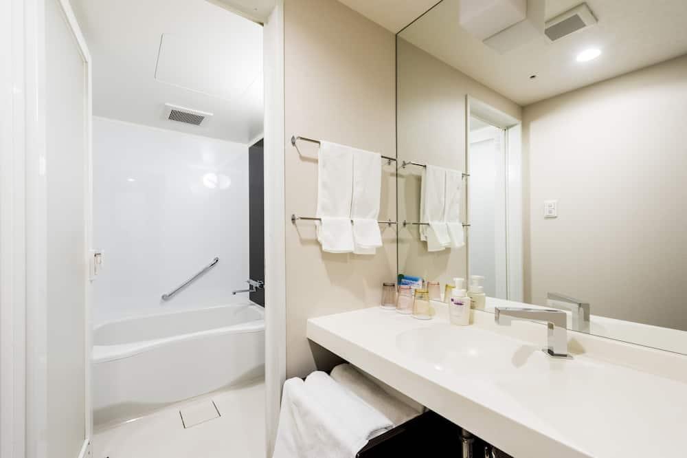 Deluxe Room, Smoking (36 sqm) - Bathroom
