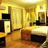 Deluxe Suite, 1 Bedroom, Non Smoking, City View - Living Area
