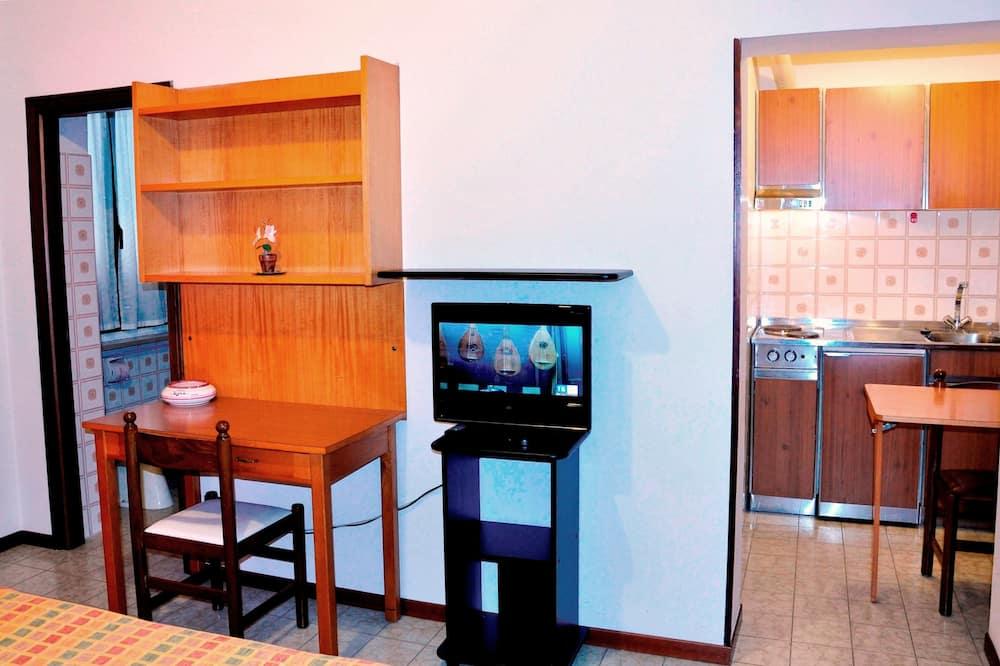 Basic Studio Apartment with Kitchenette - Izba