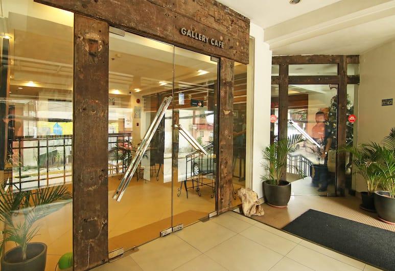 OYO 103 Artina Suites Hotel , Makati, Lối vào khách sạn