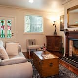 Keepers Cottage - Living Area