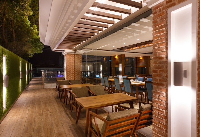Hotel Ambassador by ACE Hotels, Kathmandu, Restoran