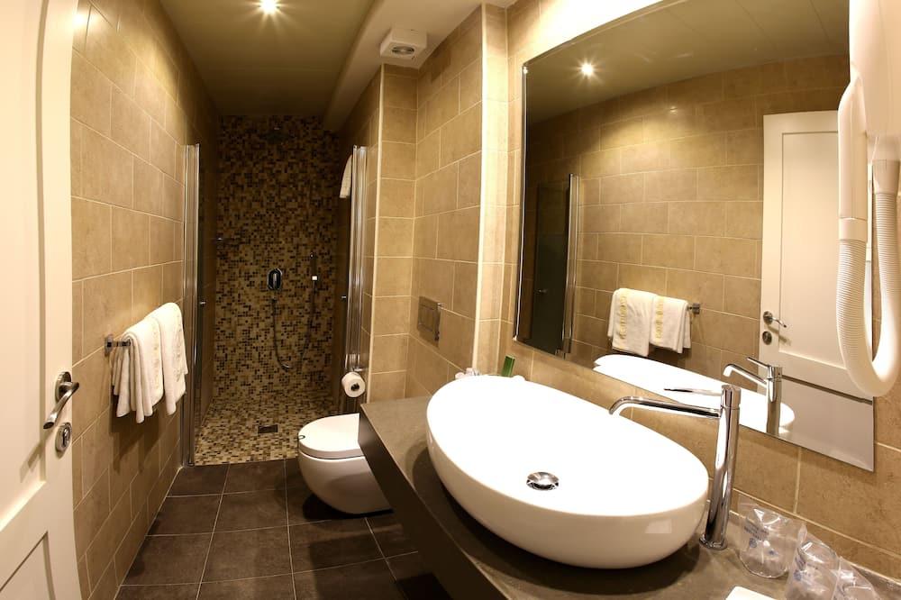 Junior-Suite - Dusche im Bad