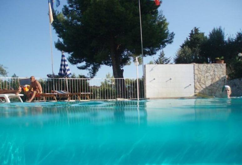 فيلا كارابيلا ريزيدنس, فيسيتي, حمّام سباحة خارجي