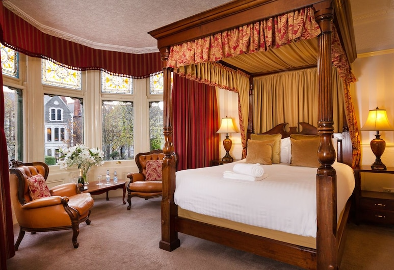 Lincoln House Hotel, Cardiff, Deluxe Double Room (Four Poster), Guest Room