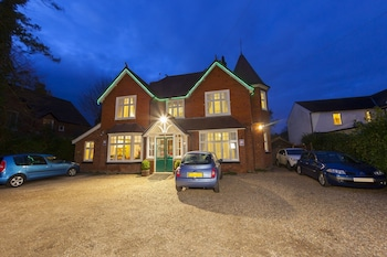 Picture of Gatwick Turret Guest House in Horley