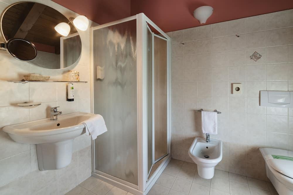 Kamar Quadruple Keluarga - Kamar mandi
