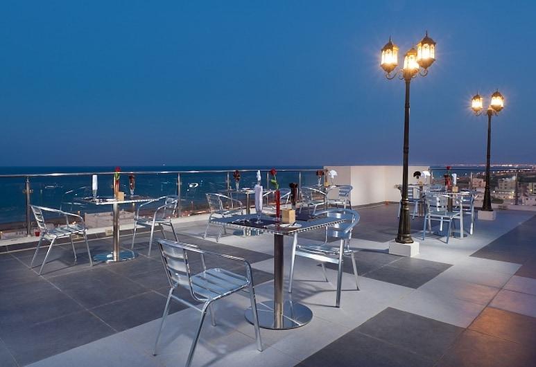 Al Hail Waves Hotel, Эс-Сиб, Терраса/ патио