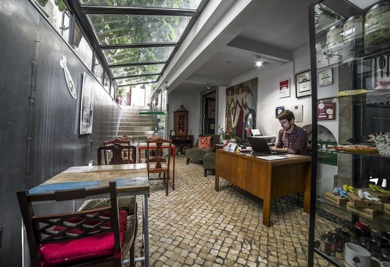 Casa do Bairro by Shiadu, Lisabon, Recepcia