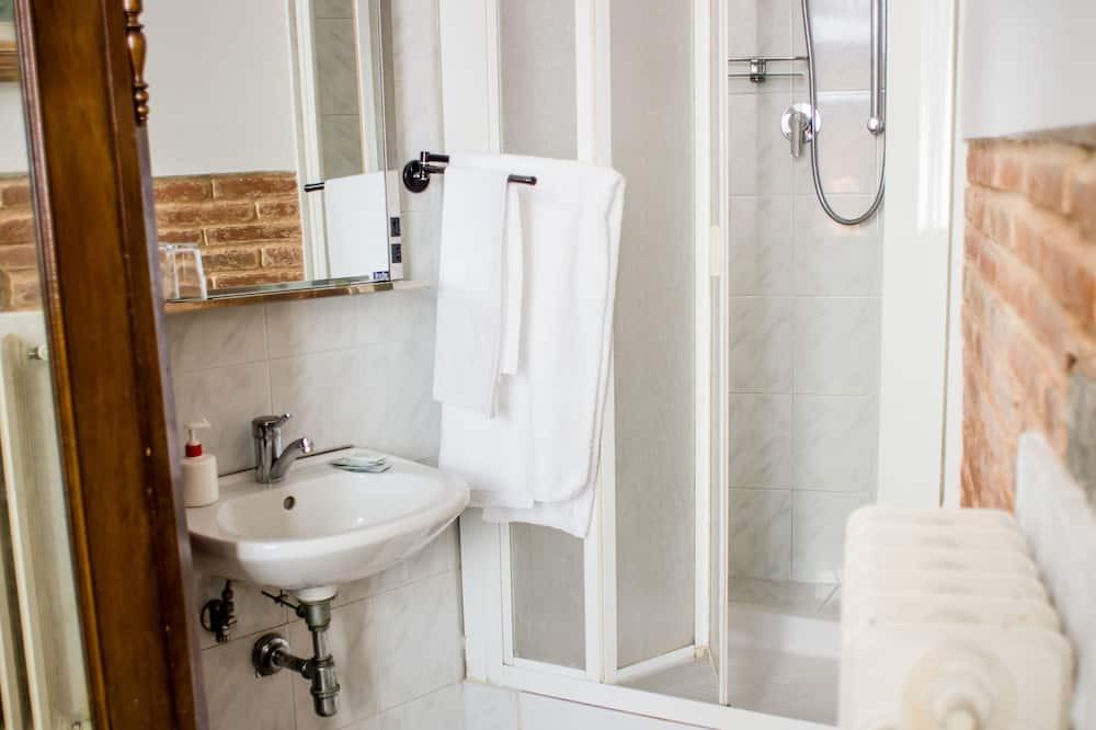 Basic Single Room, Shared Bathroom - Bathroom