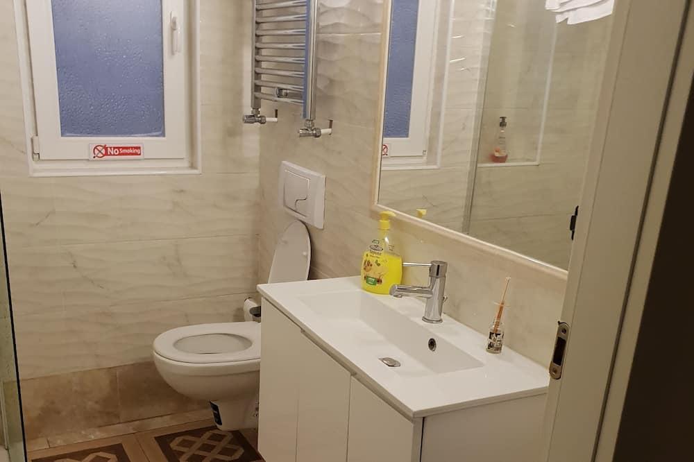 Trivietis kambarys, bendras vonios kambarys - Vonios kambarys