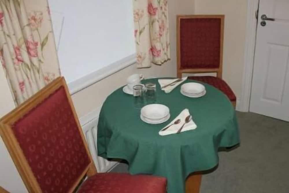 ห้องซูพีเรียดับเบิลหรือทวิน (Elizabeth) - บริการอาหารในห้องพัก