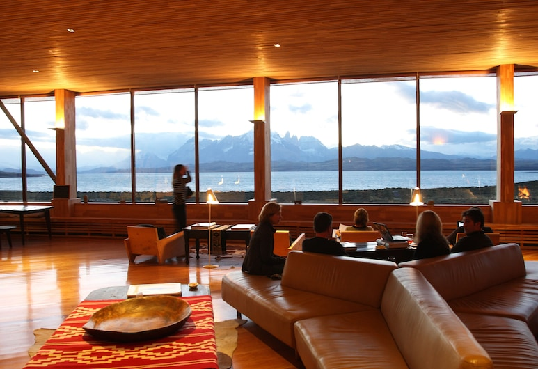 Tierra Patagonia Hotel And Spa, Torres Del Paine, Sitzecke in der Lobby