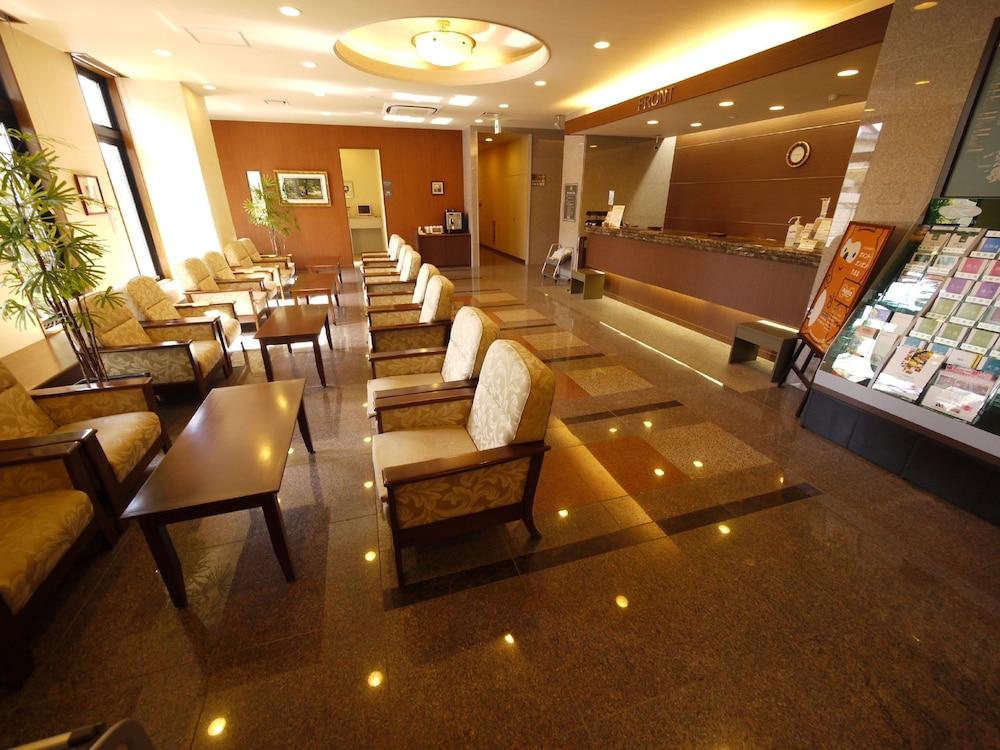 Hotel Route Inn Suzuka Lobby Sitting Area