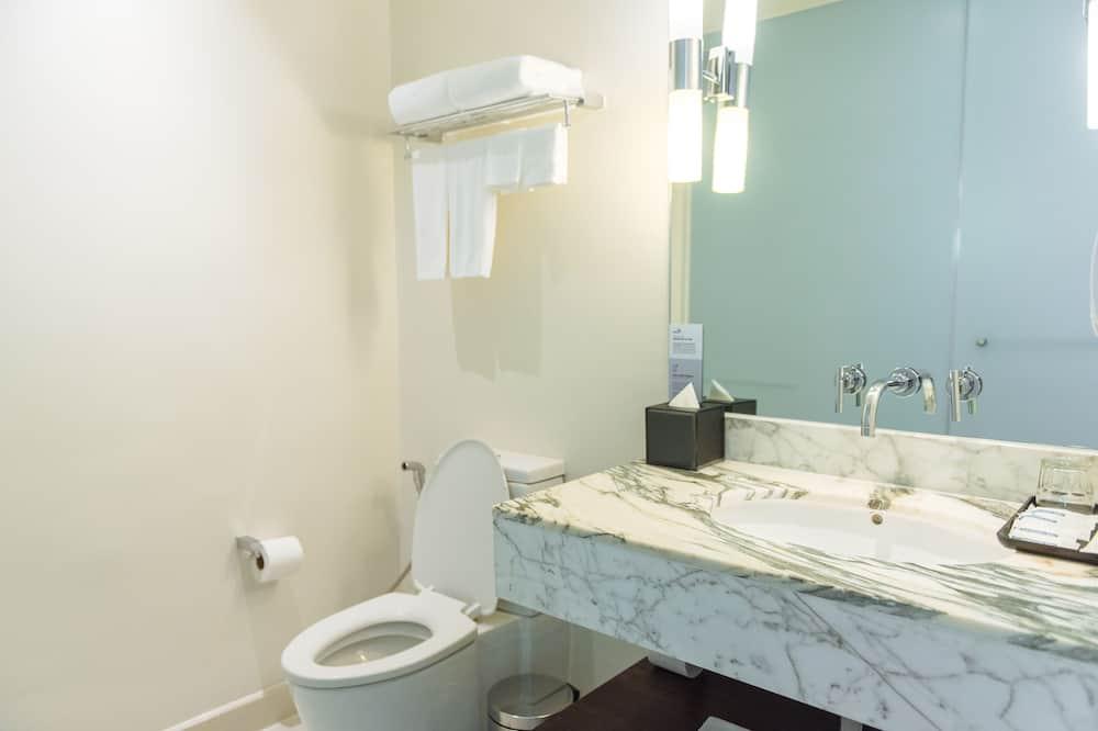 スタンダード ルーム クイーンベッド 1 台 喫煙可 - バスルーム