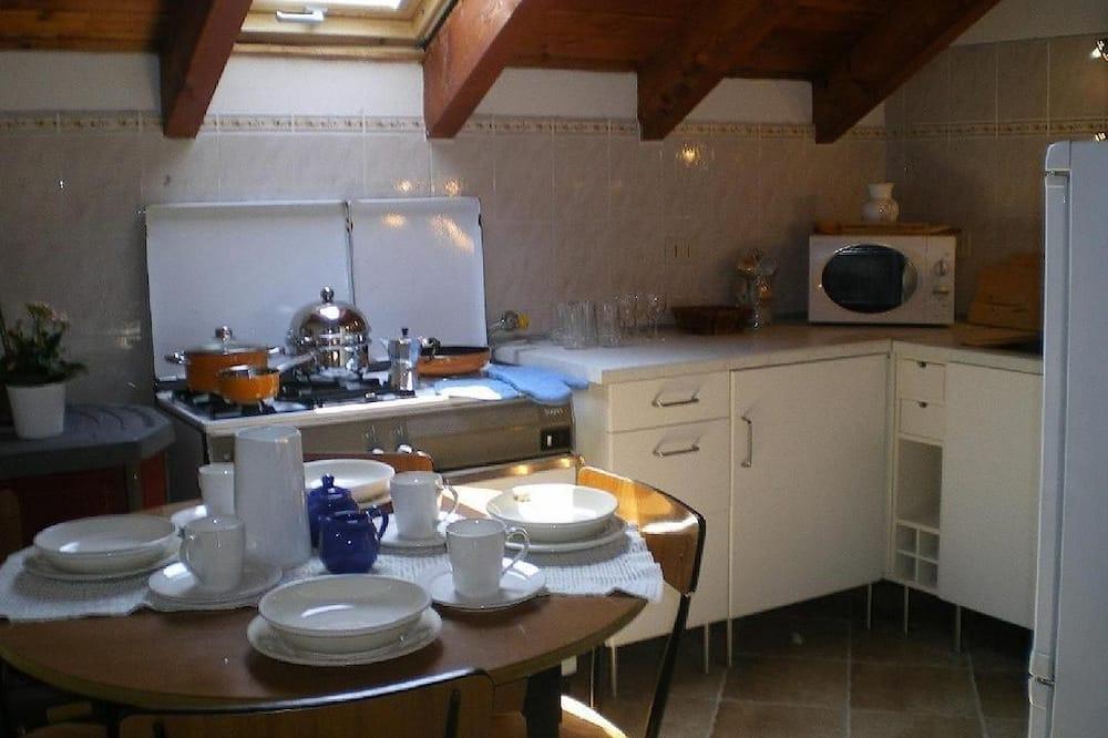 Economy Apart Daire, 1 Yatak Odası, Küçük Mutfak, Zemin Kat (The Oscar Wilde Apartment) - Odada Yemek Servisi