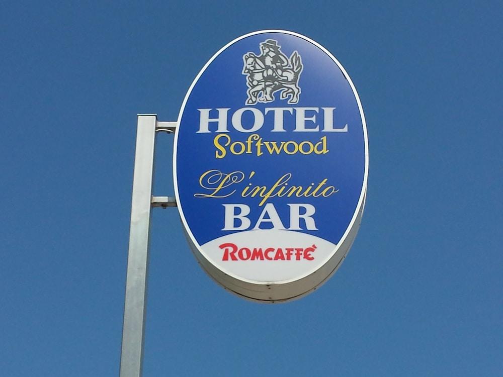 Hotel Softwood, Recanati