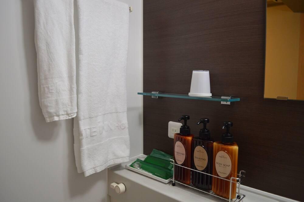Twin Room, 2 Single Beds, Smoking - Bathroom Amenities