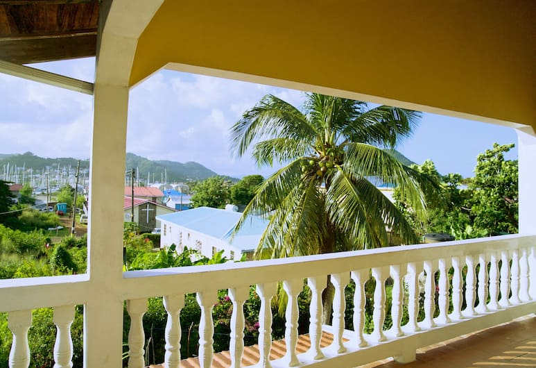 Tropical Breeze Guesthouse and Furnished Apartments, Gros Islet, Appartement, 3 slaapkamers, uitzicht op jachthaven, Terras