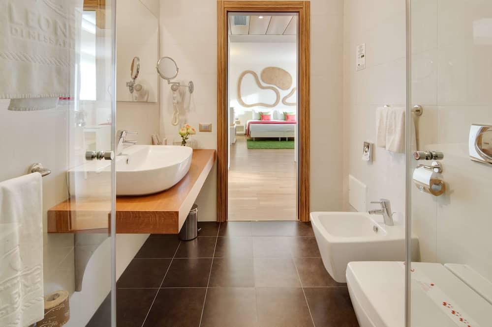Номер «Комфорт», Несколько кроватей - Ванная комната