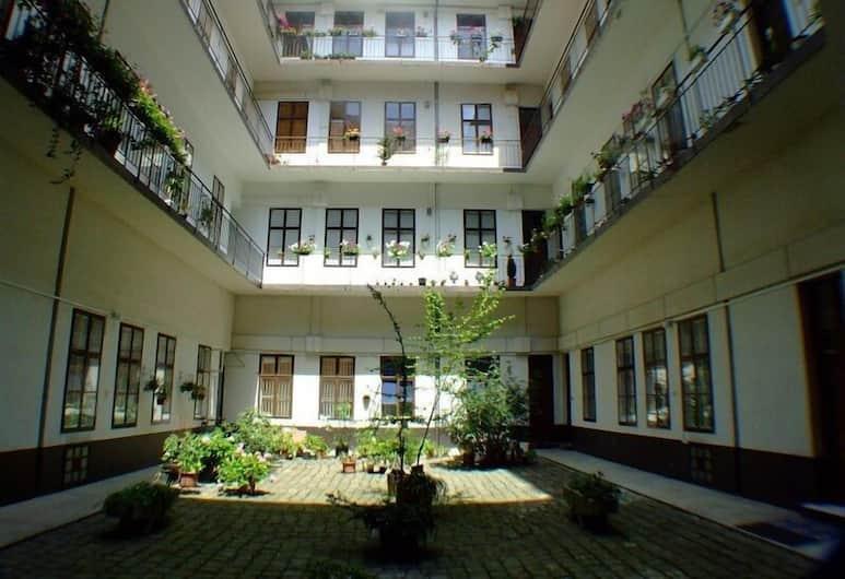 Boomerang Hostel, Budapeszt, Dziedziniec