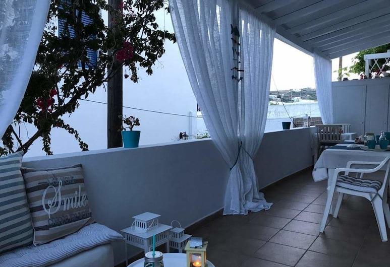 Morpheus Rooms, Syros, Family Triple Room, Halaman Dalam
