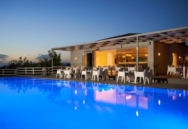 Irene Studios, Istiaia-Aidipsos, สระว่ายน้ำกลางแจ้ง