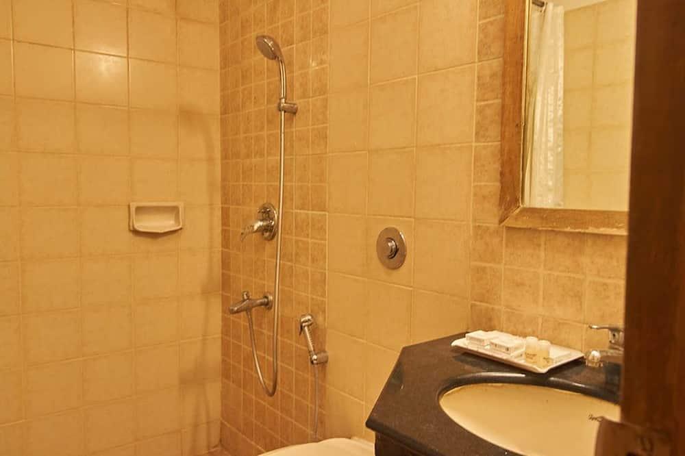 Улучшенный люкс, 1 спальня, холодильник - Ванная комната