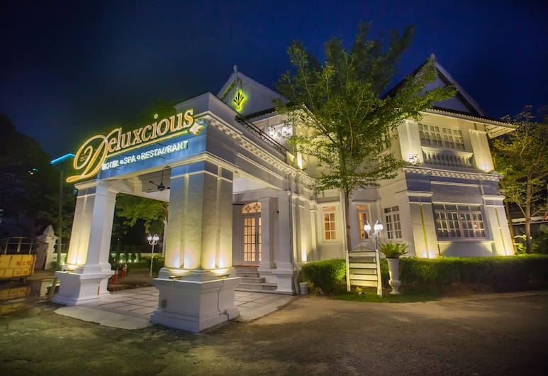 Deluxcious Luxurious Heritage Hotel, George Town, Hotel Front – Evening/Night