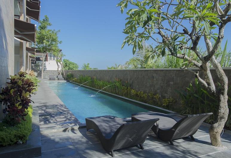 塞米亞克德加布飯店, 水明漾, 游泳池