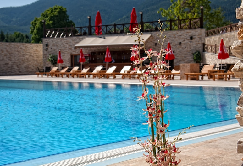 Regnum Bansko Hotel & Thermal pools in Banya, Bansko, Lauko baseinas