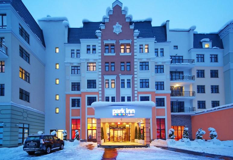 Park Inn by Radisson Rosa Khutor, Krasnaya Polyana, Πρόσοψη ξενοδοχείου - βράδυ/νύχτα