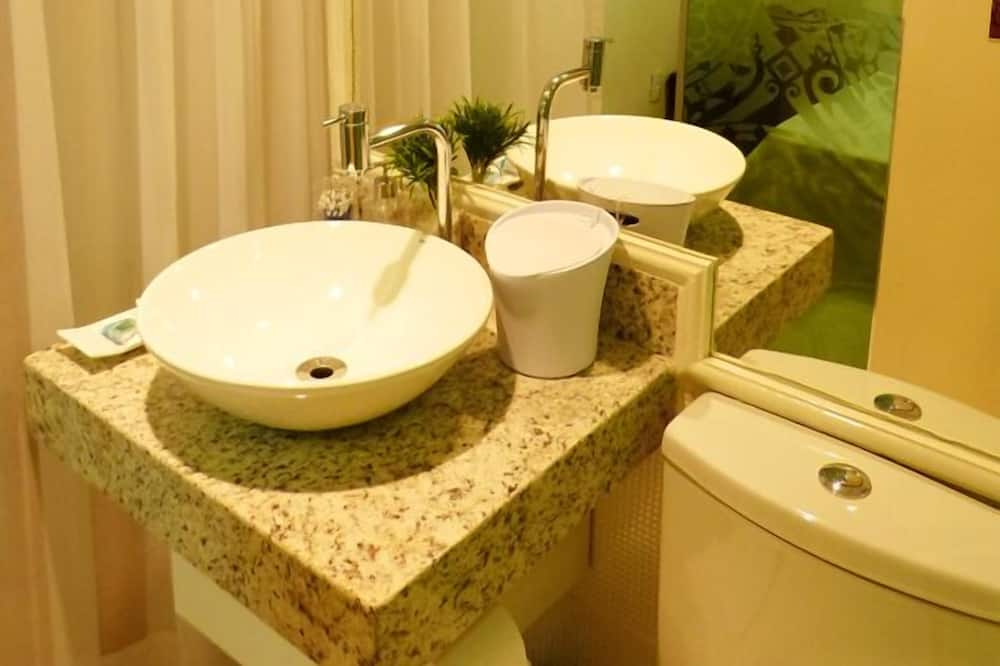 Economy Room, Shared Bathroom - Bathroom