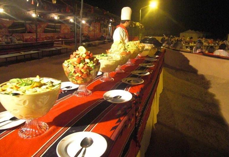 Jabal Rum Camp, Ουάντι Ραμ, Γεύματα σε εξωτερικό χώρο