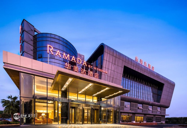 上海浦東東站華美達酒店, 上海市, 酒店入口 - 夜景