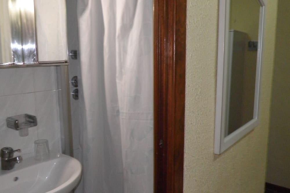 Double Room, 2 Twin Beds (Linen + Shower) - Bathroom