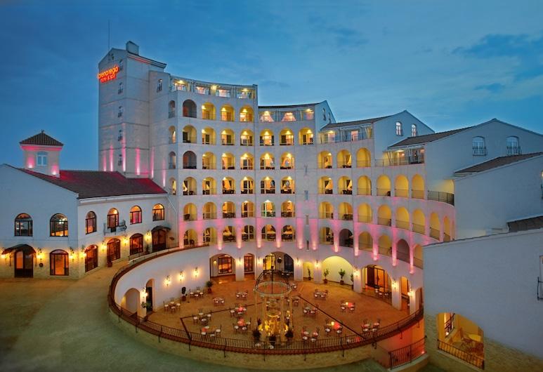 Arena Regia Hotel & Spa, Ναβοντάρι, Πρόσοψη ξενοδοχείου - βράδυ/νύχτα